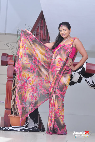 Amila Nadeeshani saree hot photo