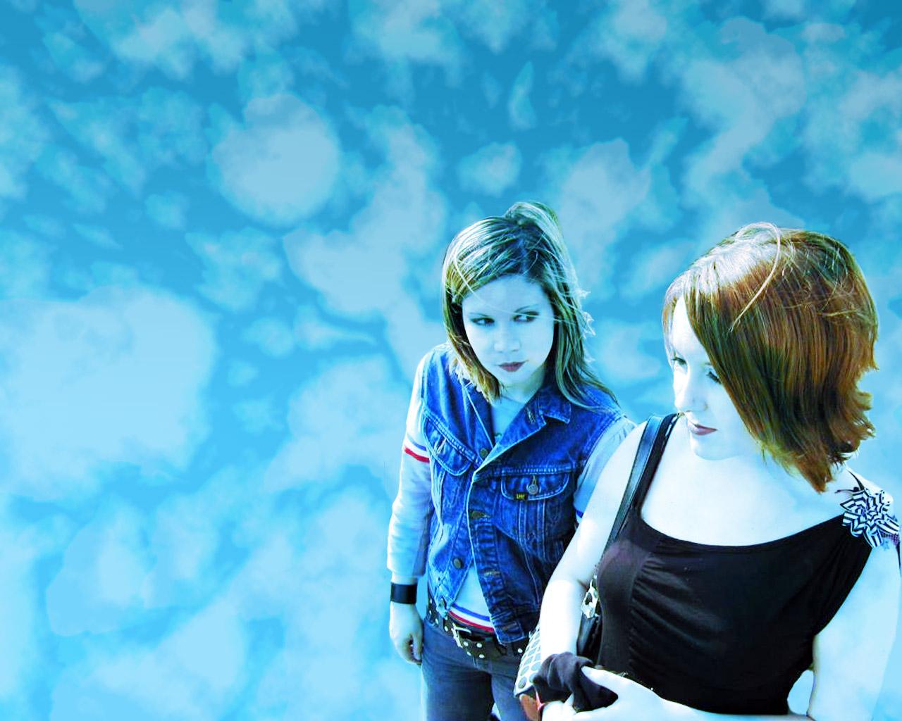 http://4.bp.blogspot.com/-HDKm847KkXI/Ta9eiPocvII/AAAAAAAAHoU/quOuIuipIsA/s1600/SkywowsWallpaper.jpg