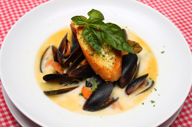 bistro richard sentul kl black mussels soup