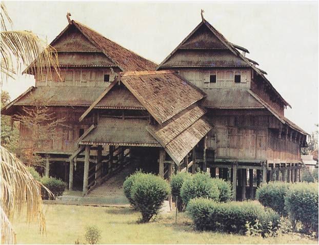 Rumah Adat Dalam Loka Samawa