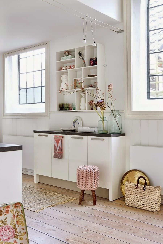 wystrój wnętrz, home decor, wnętrza, dom mieszkanie, urządzanie, pastelowe kolory, róż, jasne wnętrze, białe wnętrze, kuchnia