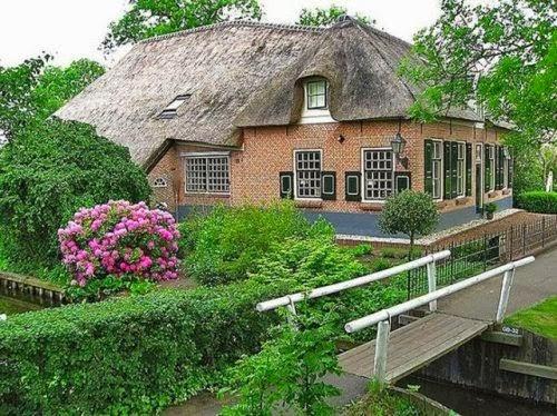 قرية هولندية عجيبة بدون شوارع
