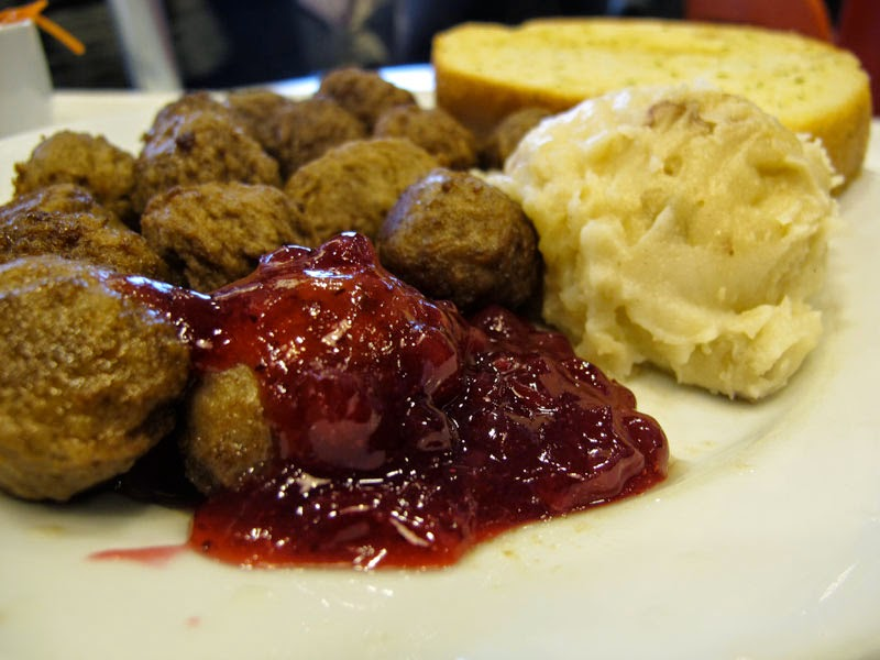 how to prepare Swedish meatballs with sauce köttbullemacka Best recipe of the week