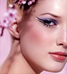 http://4.bp.blogspot.com/-HEtIqdTQCwo/TuuTE9yy10I/AAAAAAAAAao/QmWNS1cy8Ks/s1600/make-up.jpg