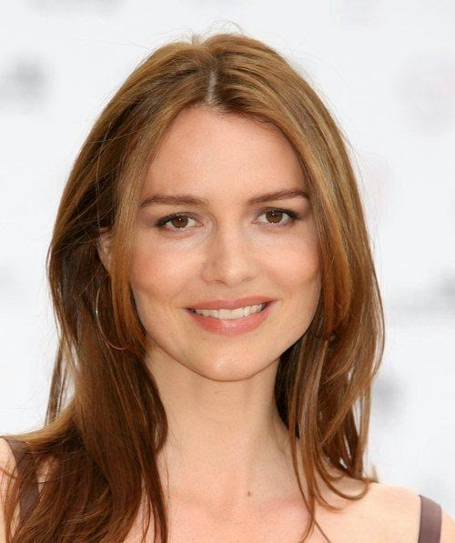 Saffron Burrows Smilling Face Photos
