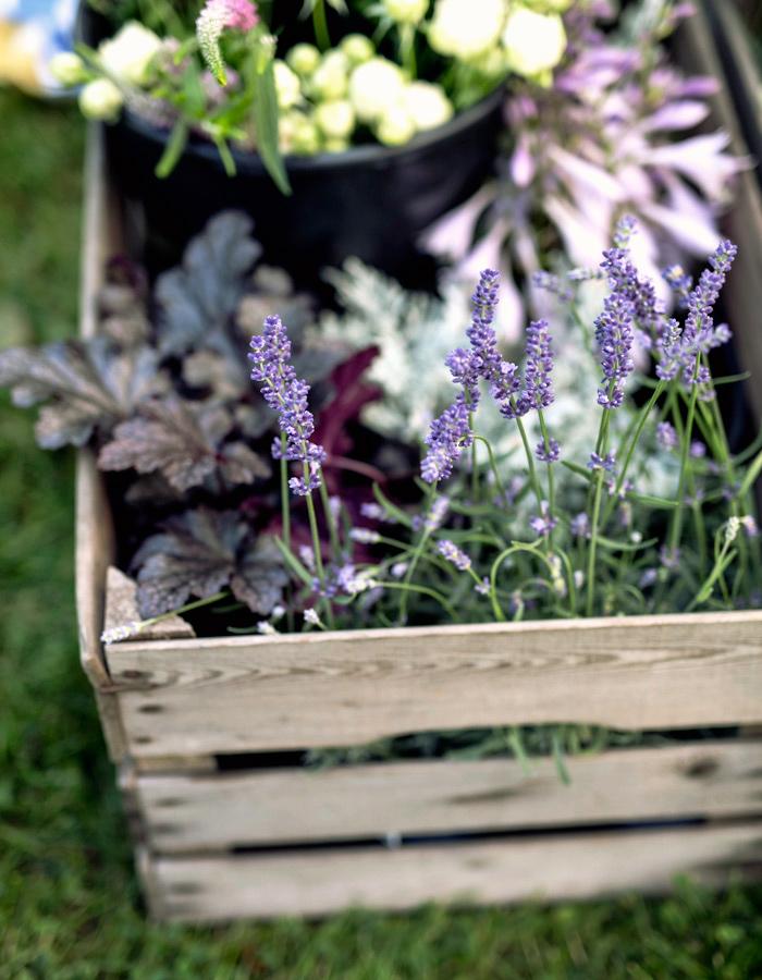Flower garland photo by Kreetta Järvenpää www.gretchengretchen.com