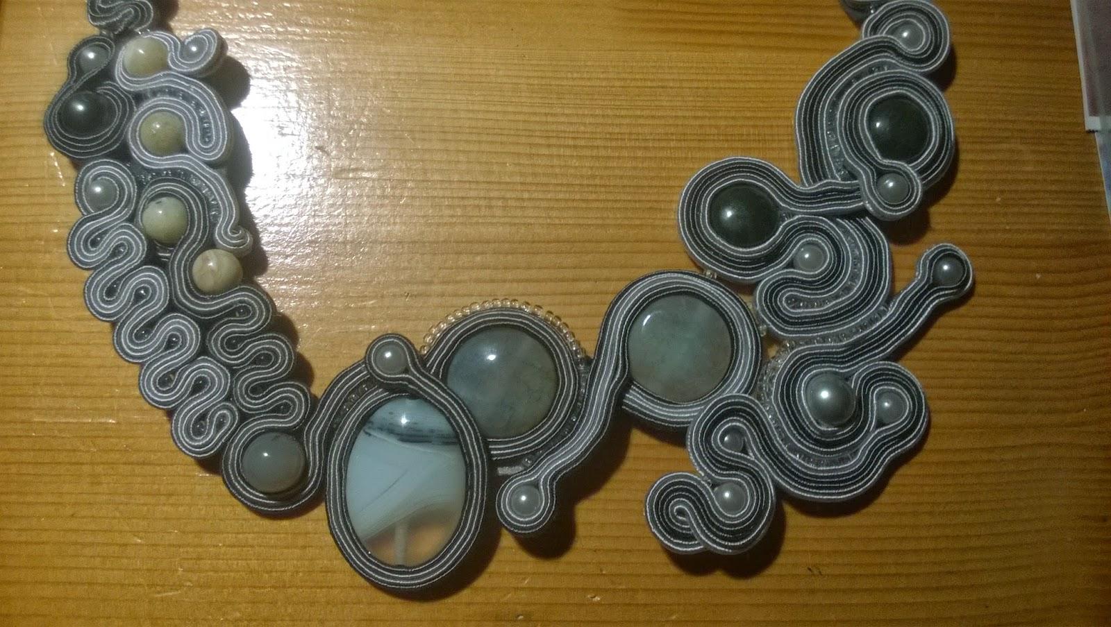Sutasz agat, recznei wykoana biżuteria, sutasz szary, naszyjnik sutasz z naturalnymi kamieniami