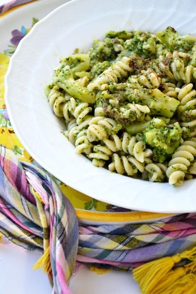 pasta con broccoli e filetti di acciughe