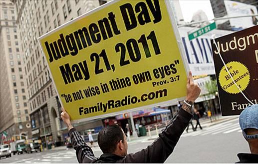 Aksi para pengikut Harold Camping turun ke jalan dengan menggunakan Billboarboard berisi pesan menyenangkan hari penghakimat akan jatuh pada tanggal 21 Mei 2011