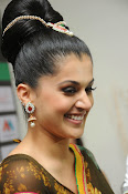 taapsee glam pics in saree-thumbnail-9