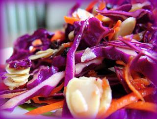 Ensalada de col morada en salsa agridulce