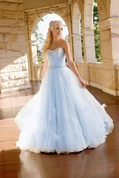 Most Stealing Bridal Gowns Cinderella Style | bridal dresses trend