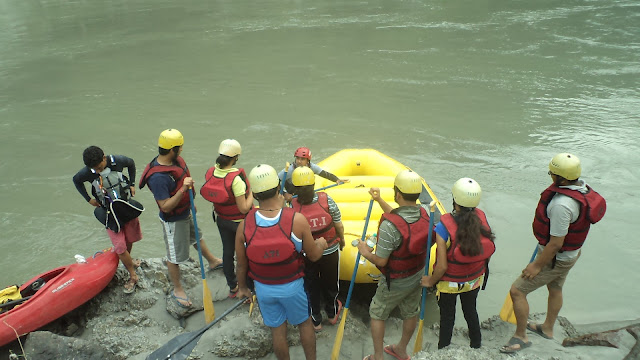 Rafting with professional rafters