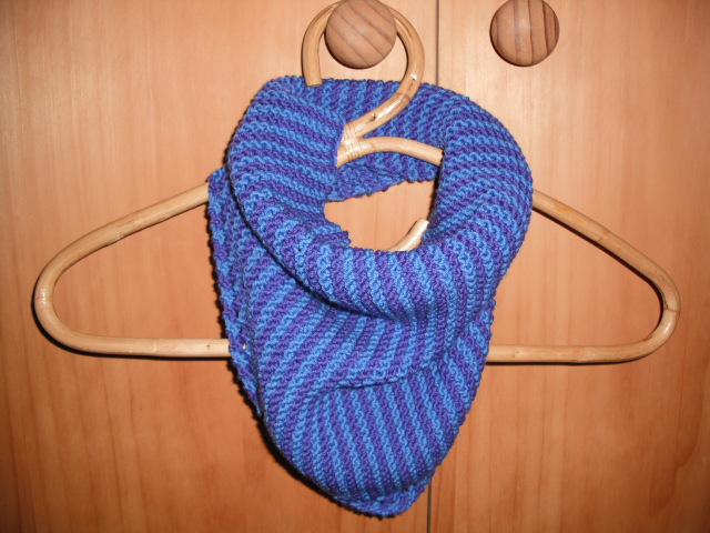 Knitting Patterns For Neck Warmers : Sun Today: Garter Stitch Neck-warmer - Free Knitting Pattern