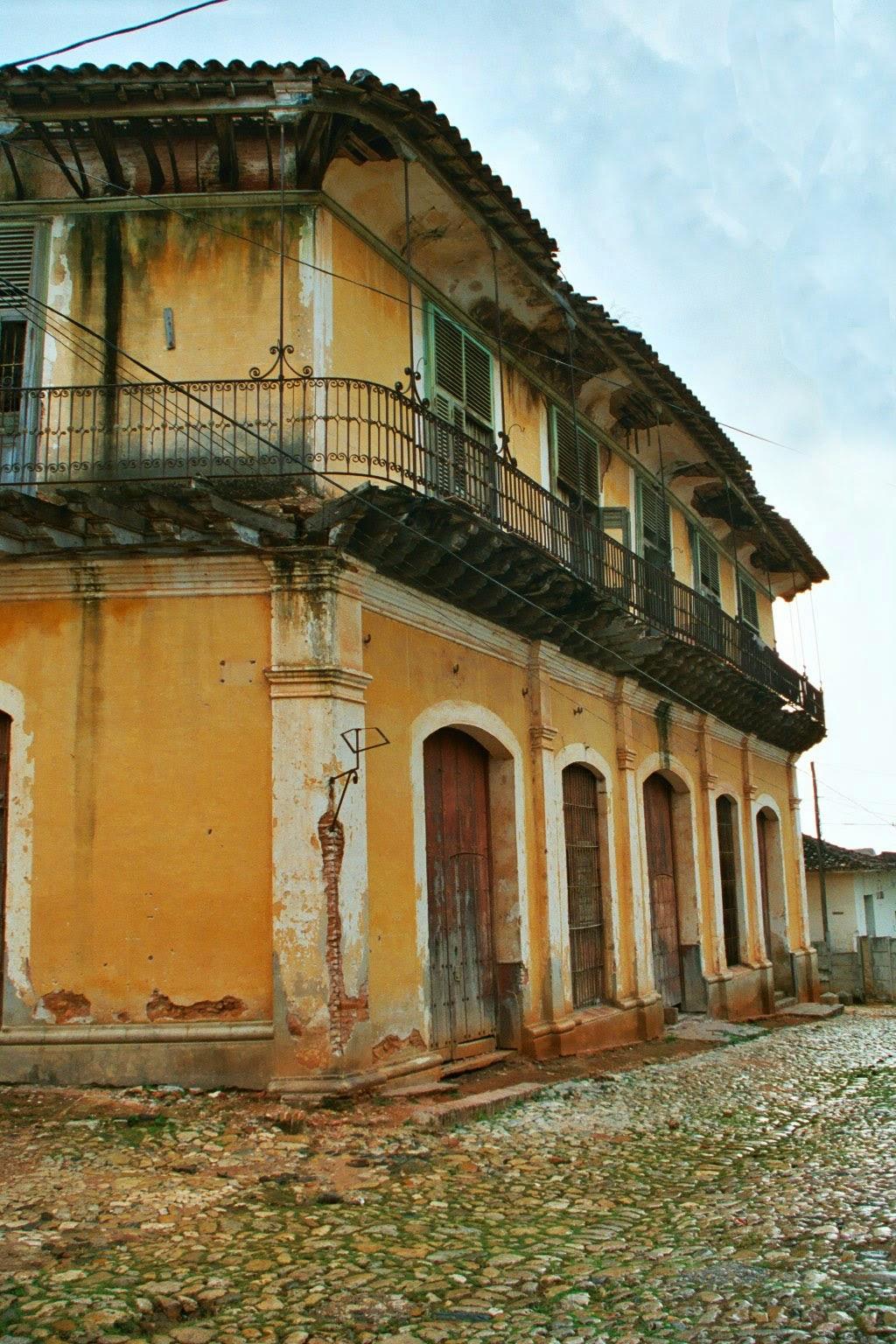 Cuba cubanos cuban a palacio iznaga - Persianas palacio ...