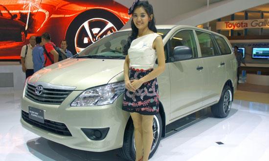 http://4.bp.blogspot.com/-HGLH64Y60q8/TizTlVLRQ7I/AAAAAAAAD6U/-IFRmrJVJ44/s1600/Toyota_Innova_2012_1.jpg