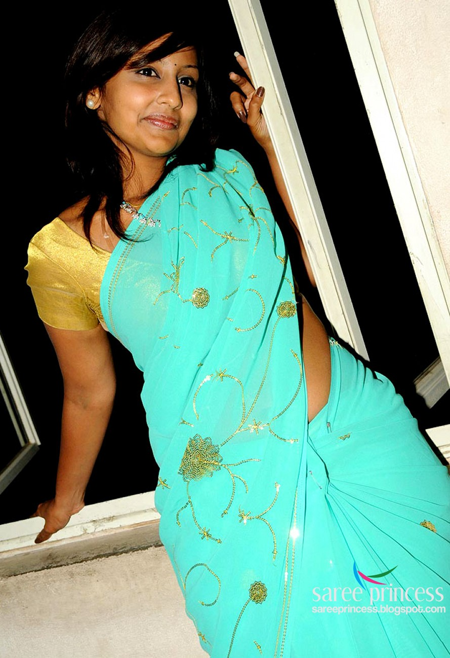 Tamil Grade Actress Ishika Sizzling Hot Blue Saree Pics