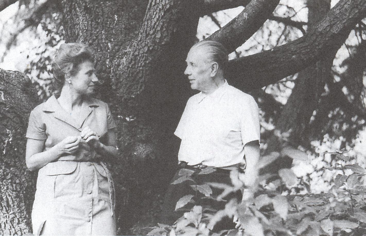 Las mil notas y una nota borges sus d as y su tiempo for Borges el jardin