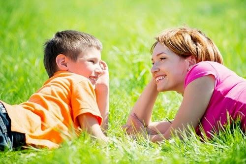 Themeloni një marrëdhënje shoqërore dhe të hapur me fëmijën tuaj