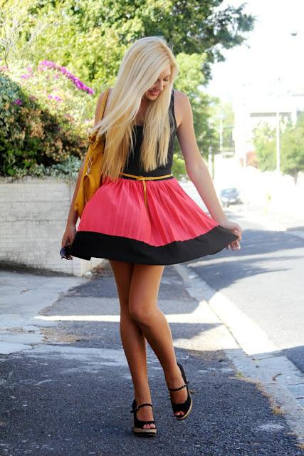 Фото блондинок в коротких юбках