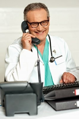 Der Hausarzt spricht die Voraussetzungen einer Abnehmkur ab.