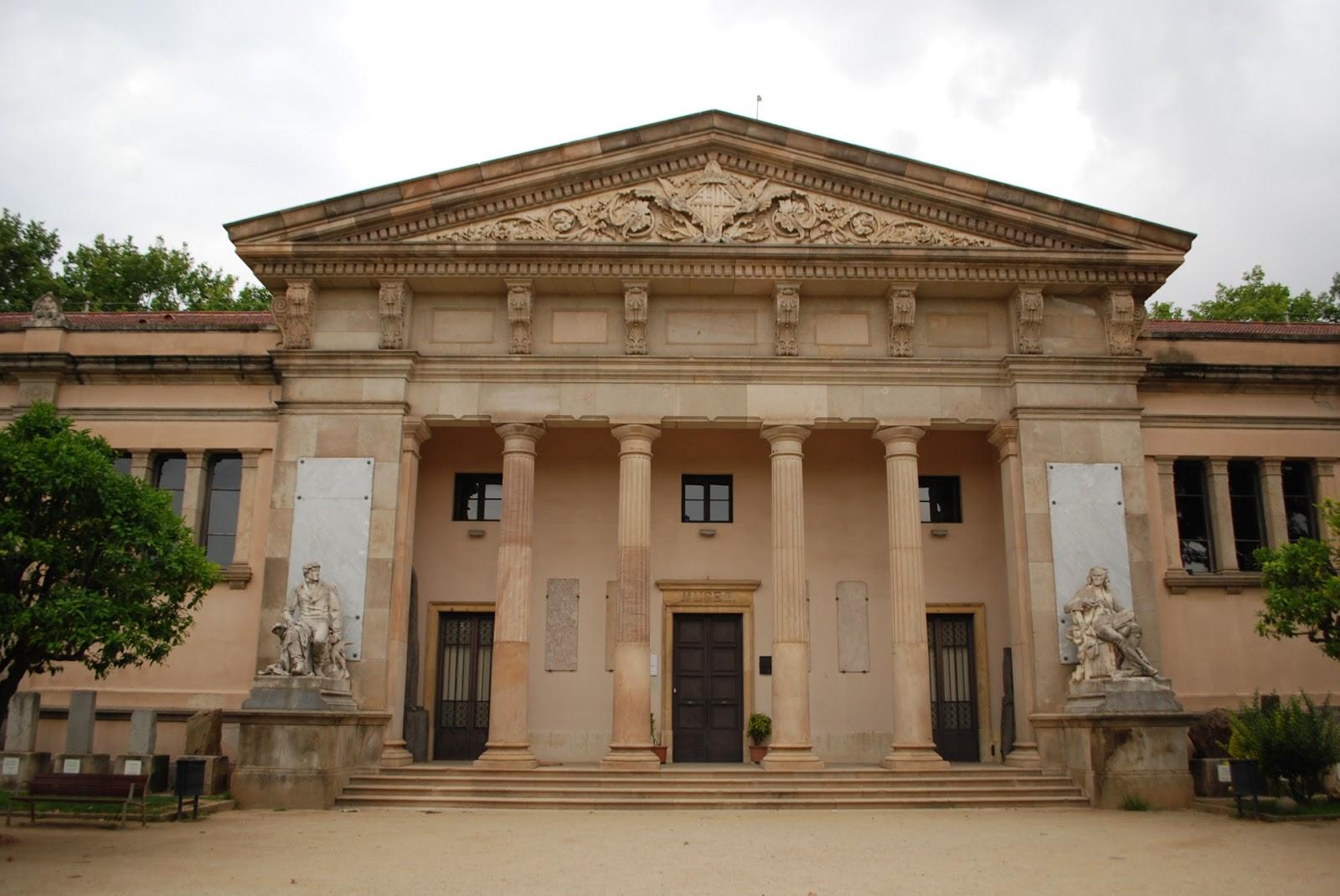 Музей геологии. Парк Цитадели (Сьютаделья, Ciutadella), Барселона, Каталония, Испания. Geology museum, Parc de la Ciutadella, Barcelona, Catalonia, Spain