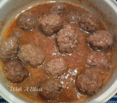 Quick Oven Meatballs ~ Low-fat comforting meatballs, cooked in the oven #Meatballs #QuickRecipe #ComfortFood