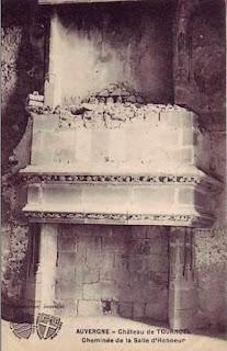 château de Tournoël, une grande cheminée