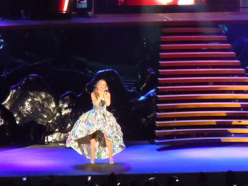 Kylie sings Hollywood Bowl 2011