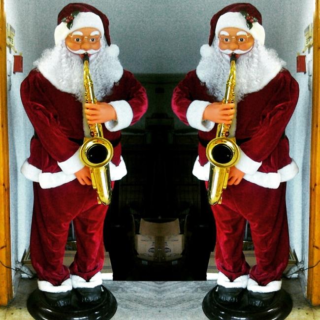 Instagram @lelazivanovic. Santa Claus. Deda Mraz.