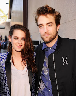 Kristen Stewart and Robert Pattinson celebrated his return to Los Angeles with a night of karaoke