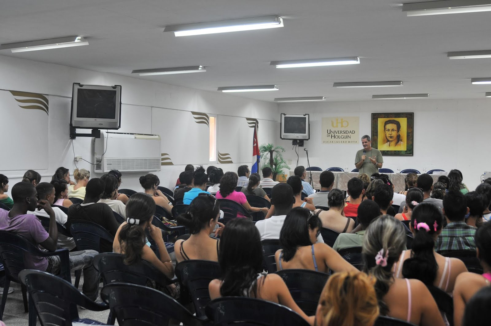Otra vista del salón en la Universidad de Holguín
