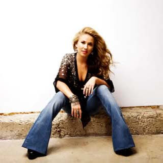 Haley Reinhart – Free Lyrics | Letras | Lirik | Tekst | Text | Testo | Paroles - Source: musicjuzz.blogspot.com