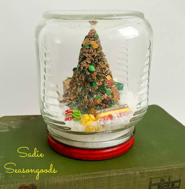 waterless Christmas snowglobes - featured at KnickofTime.net