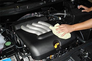 cara bersihkan mesin mobil