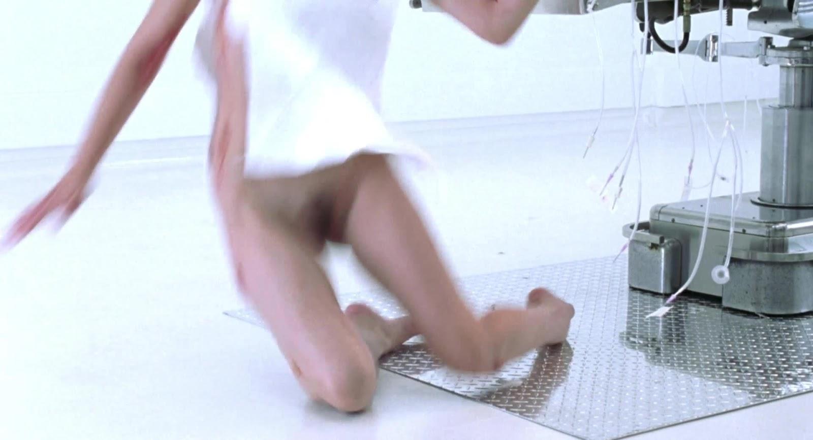 http://4.bp.blogspot.com/-HI54FMr6D8U/T6LZSaAeYGI/AAAAAAAAAP8/D0r8JXp0xxc/s1600/Milla+Jovovich+-+Resident+Evil+1708.jpg