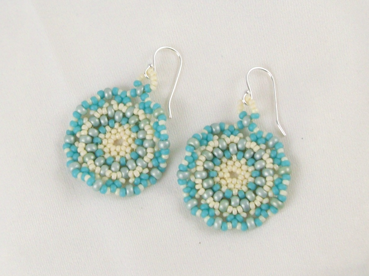 http://patterns2.othermyall1.net/free-seed-bead-earring-patterns/