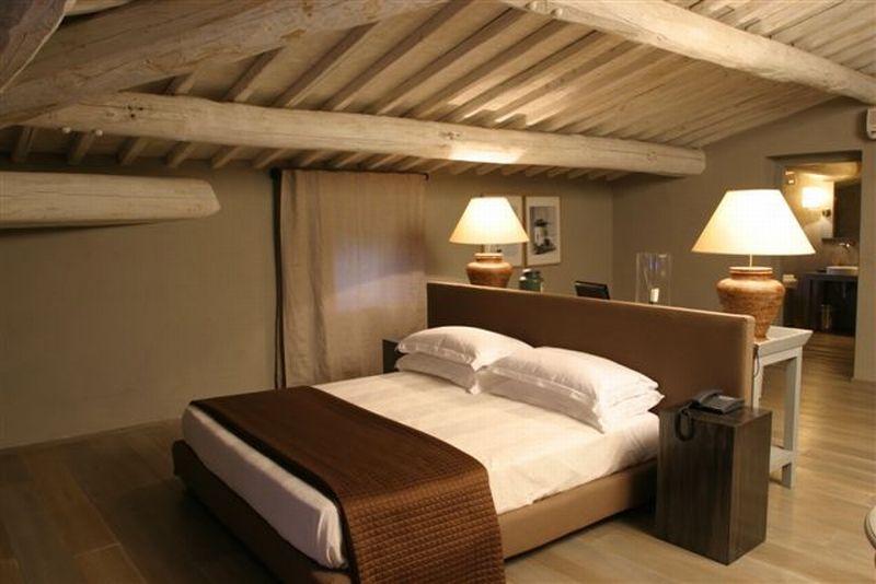 Estilo rustico dormitorios rusticos con techos en pendiente - Dormitorios rusticos ...