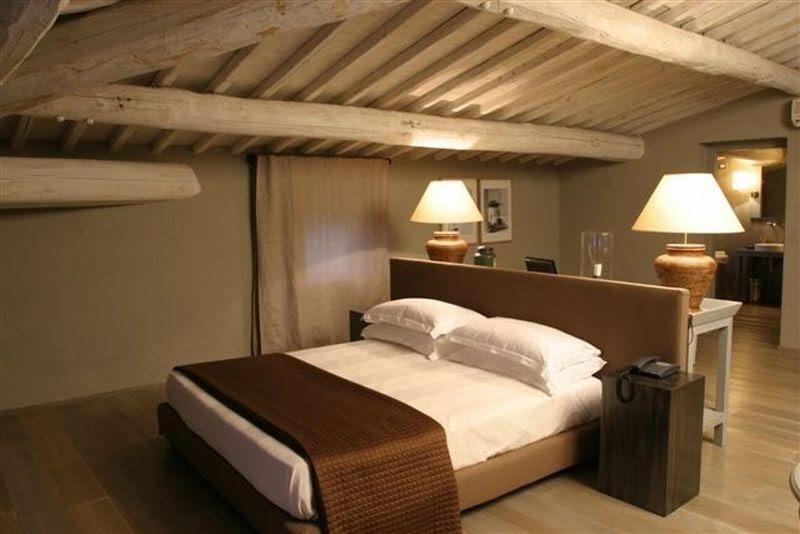 Estilo rustico dormitorios rusticos con techos en pendiente - Cortinas estilo rustico ...