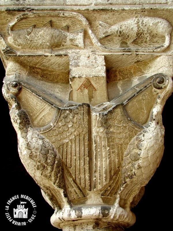 MOISSAC (82) - Le cloître roman : chapiteau à oiseaux et poissons