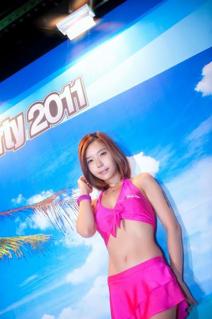 Min Da Huin in pink dress