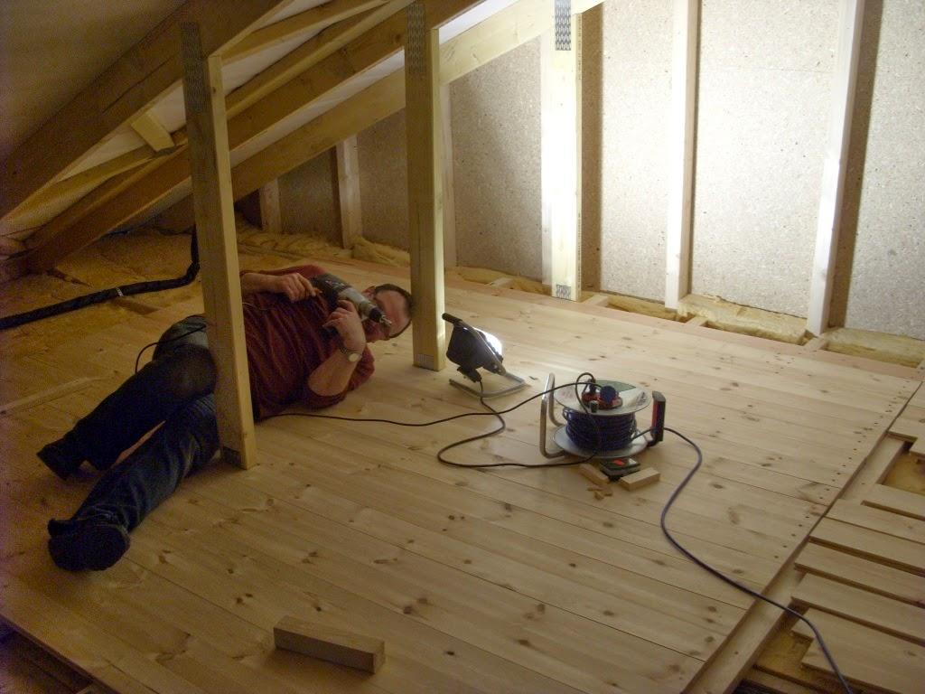 unser hausbau in baalsdorf kabel verlegen dielung f r den dachboden. Black Bedroom Furniture Sets. Home Design Ideas