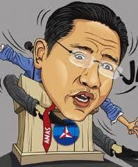 GAMBAR UNIK ANAS DI MONAS Kartun Lucu Gantung Monas