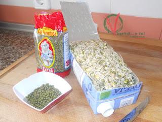 Cortar el tetrabrick y sacar las semillas germinadas.