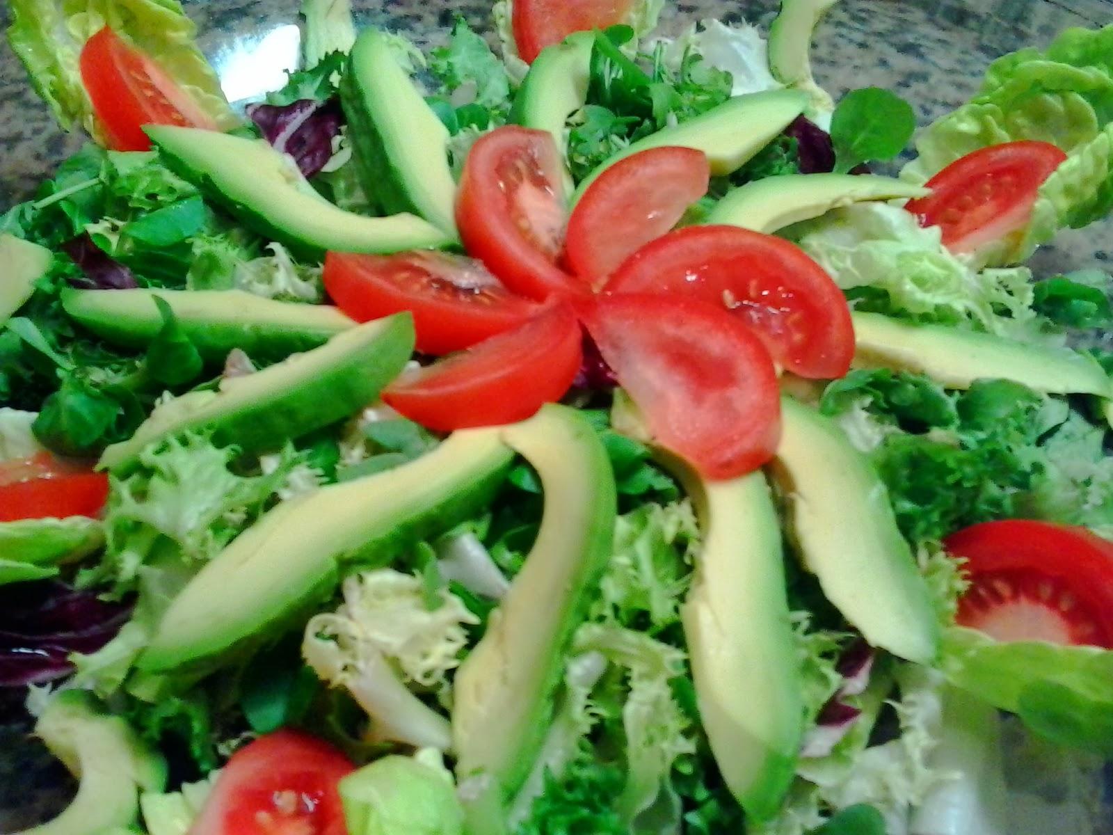 Caprichos de mayte ensalada con aguacate y bals mico de for Decoracion de ensaladas