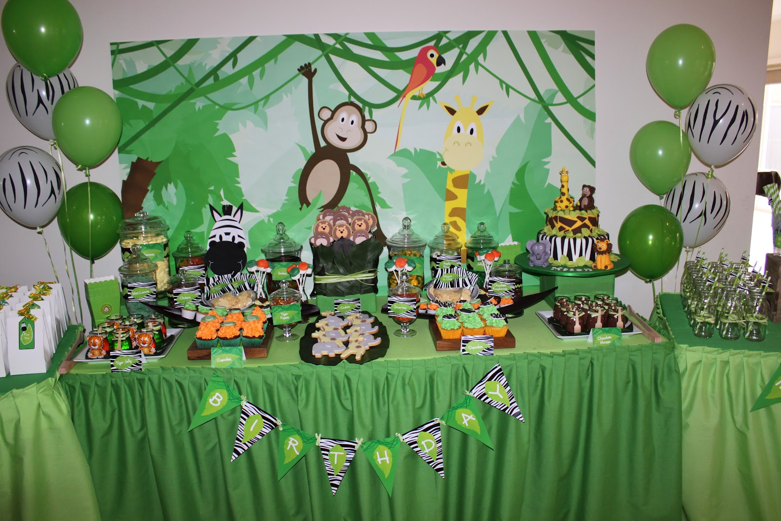 Little big company the blog jungle party by sweet for Animal party decoration