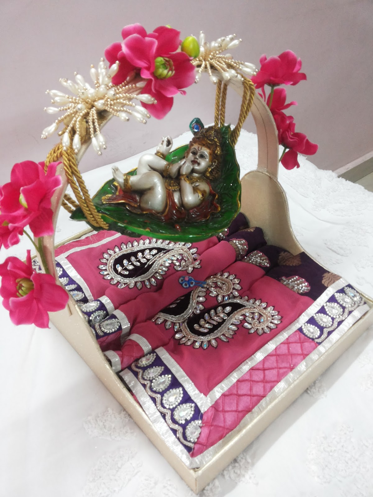 Wedding Gift Packing Ideas For Bride : Rose n Wrap: Saree Packing on Radha krishna Theme