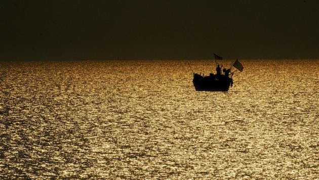 Trawler tragedy going to Malaysia, 8 bodies recovered over the bay of Bengal