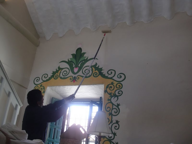 Aprende con tu amigo luis como pintar techos muy altos - Como pintar paredes interiores ...