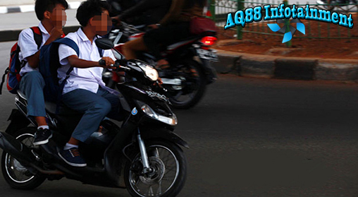 Akhir-akhir ini masih banyak anak-anak di bawah umur yang sudah menggunakan sepeda motor. Tapi, dari pandangan safety riding, anak-anak di bawah umur tidak disarankan mengendarai sepeda motor sendiri.